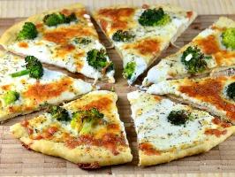 Easy White Broccoli Pizza