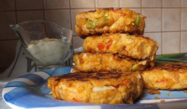 Slammin' Salmon Crunchy Cakes With Gayla Sauce. Photo by Zurie