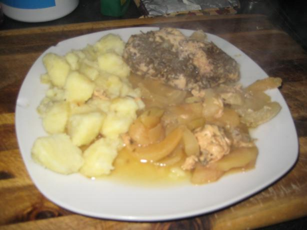 Rosemary Chicken With Apples and Onions. Photo by CoCaShe
