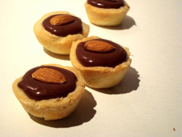 Chocolate-Caramel-Pecan Tartlet Filling. Photo by lilsweetie
