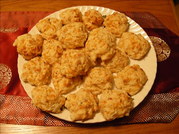 Cheddar Bay Biscuits (Red Lobster Style). Photo by Meli-lynne