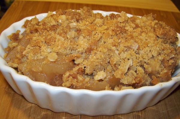 Cinnamon Oatmeal Apple Crisp. Photo by Elly in Canada