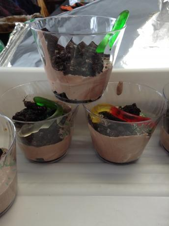 Aug 11, · Dirt cupcakes is an easy dirt cake recipe with gummy worms and Oreos. These cupcakes take the oreo dirt recipe and turn it into a fun cupcake recipe! Perfect dirt dessert with gummy worms for kids!Cuisine: American.