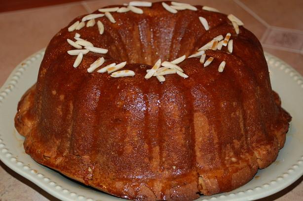 Bailey's Bundt Cake With Irish Cream Glaze. Photo by Mommy Diva