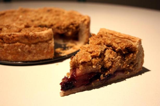 Cinnamon Crumble Apple Pie. Photo by lilsweetie