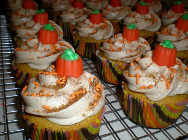 Easy Pumpkin Spice Cupcakes With Cinnamon Cream Cheese ...