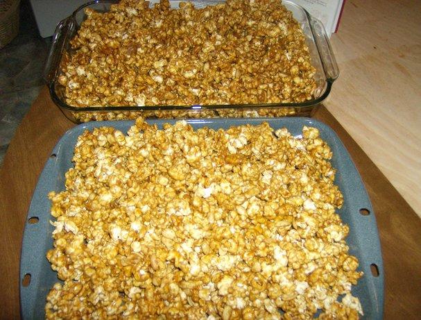 Caramel Corn (With Peanuts) easy fast recipe