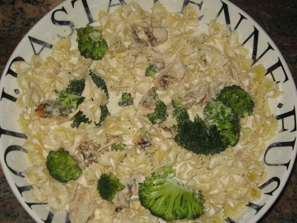 Bow Tie Alfredo With Chicken and Broccoli. Photo by Super San Mateo ...