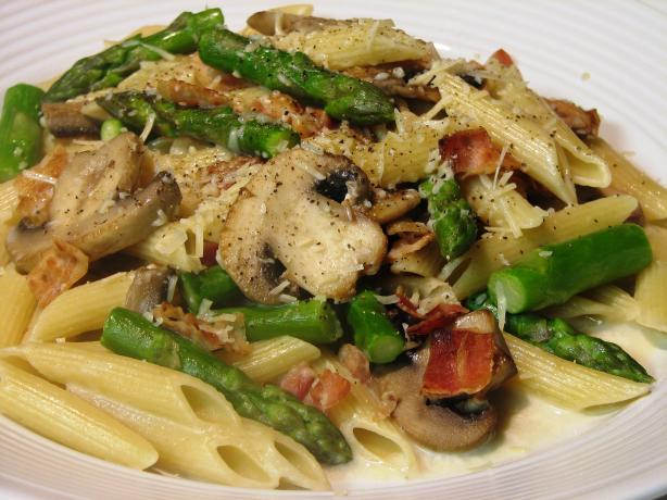 ... mushrooms penne with asparagus and mushrooms in a gorgonzola sauce