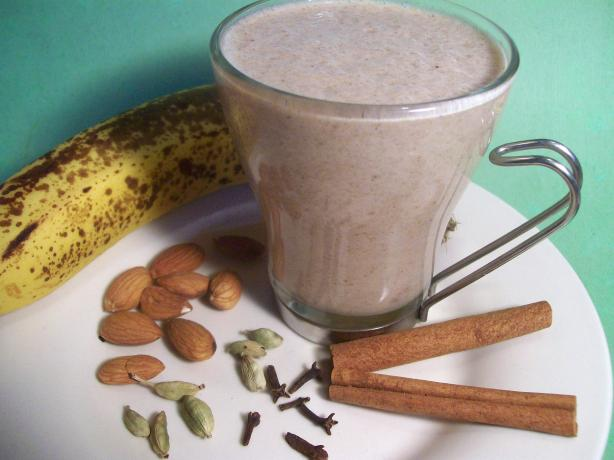 Spiced Banana Date Smoothie Recipe — Dishmaps