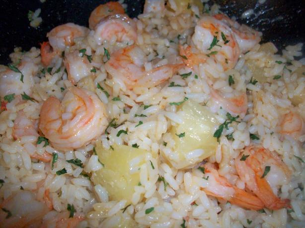 Thai Shrimp Fried Rice With Pineapple. Photo by mightyro_cooking4u