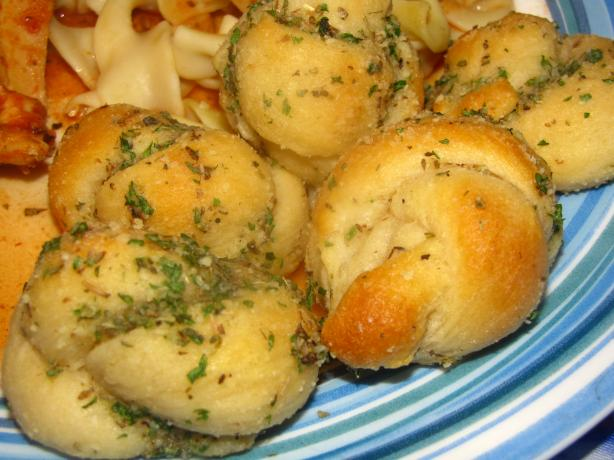 Fast Garlic Knots (No Pizza Dough Needed). Photo by kellychris