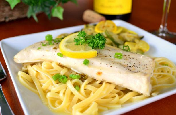 Grilled fish with garlic white wine and butter sauce for Garlic sauce for fish