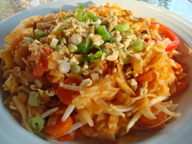 Chicken Pad Thai. Photo by Starrynews