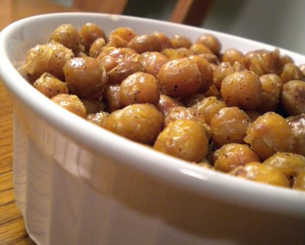 Spicy Garlic Roasted Chickpeas. Photo by Diet It Up