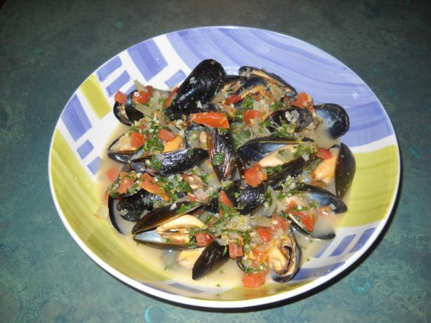 Mussels In Tomato-Basil Wine Sauce Recipe - Food.com