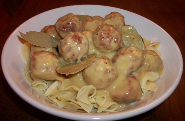 Easy Crockpot Meatballs and Gravy (Slow Cooker). Photo by Noko411