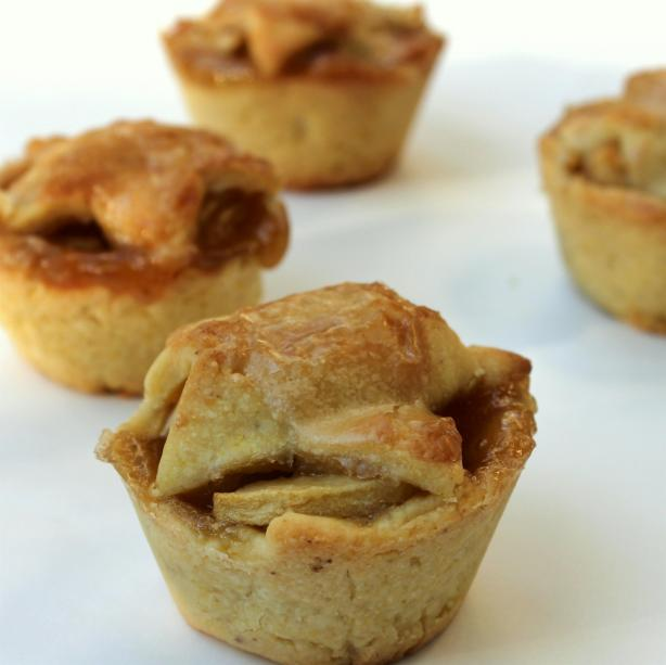 Brandy-Apple Mini Pies With Cornmeal Crust. Photo by spicyperspective
