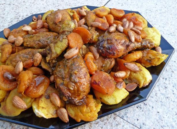 Tagine De Poulet Aux Abricots Et Aux Amandes-Chicken Apricots Al ...