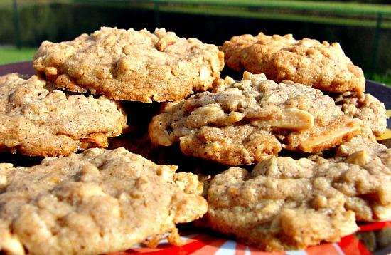 Toffee-Almond Oatmeal Cookies. Photo by diner524