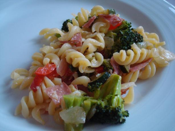 Italian Salami Pasta Salad. Photo by Starrynews