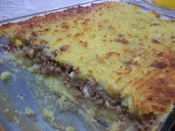 Pastel De Papa (Potatoe and Ground Beef Pie). Photo by dbaied