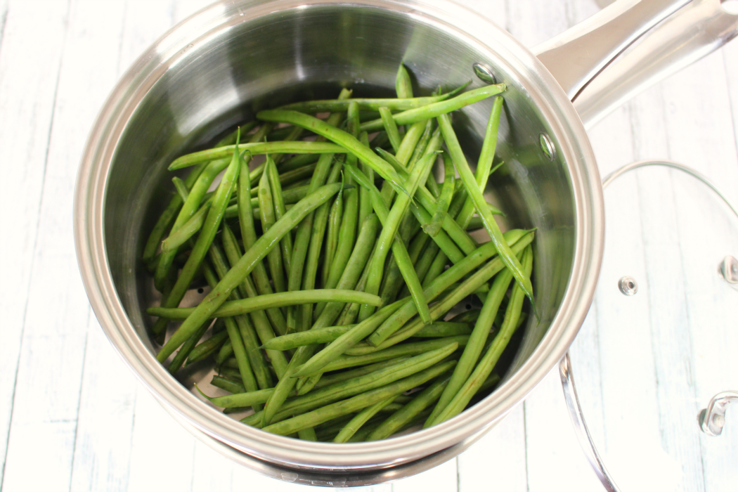 american cuisine and steamed green beans